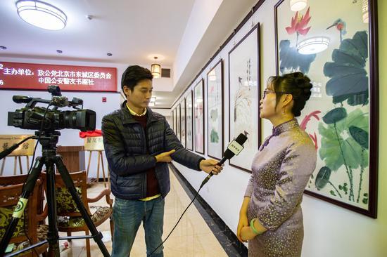 姚梅梅接受媒体采访