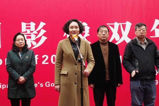 河南省文聯主席邵麗宣布開幕
