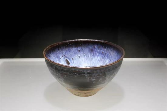 南宋吉州窯窯變藍斑盞