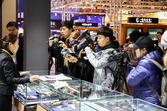媒體聚焦七彩云南獨家專利設計作品