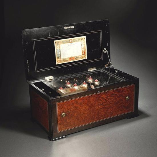1880年·瑞士八音盒世家 沃歇父子牌(PVF)樱木音乐盒 起拍价RMB:35,000 成交价RMB:69,300