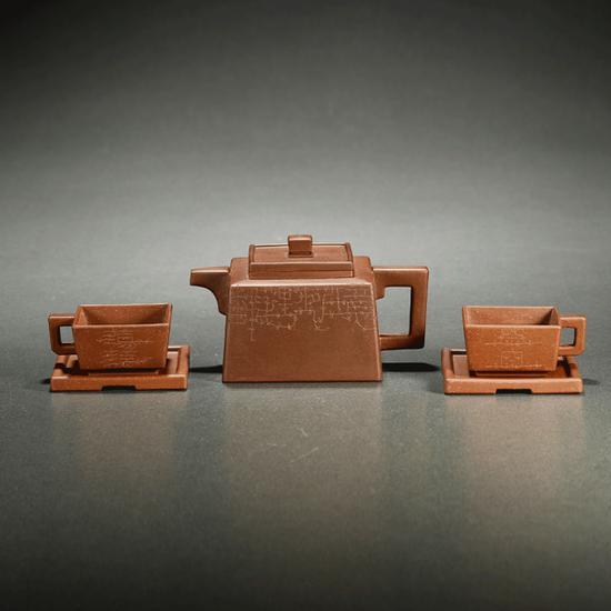 当代·鲁大东刻紫泥 四方永固五件套茶具及拓片一组 起拍价RMB:18,000 成交价RMB:22,000