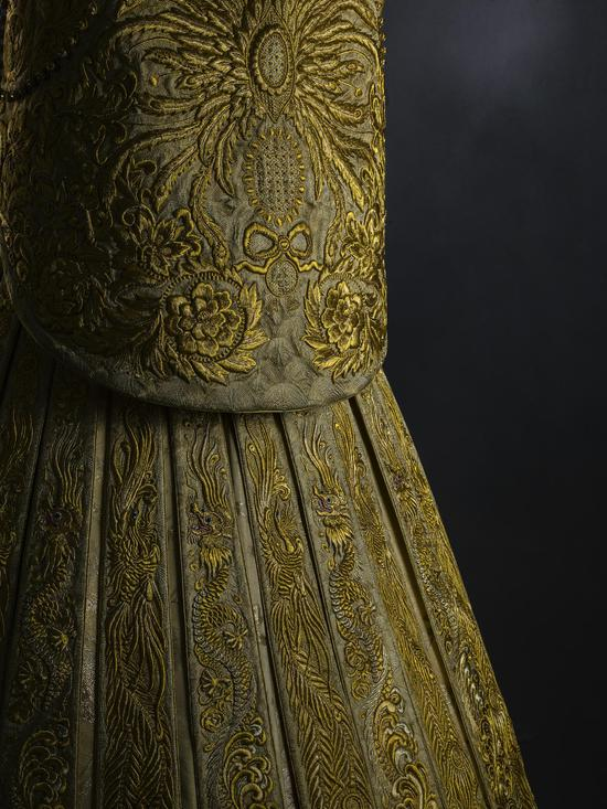 Guo Pei黃金嫁衣(背面)