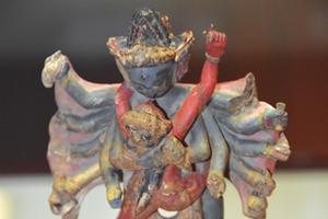 罕见的西夏木雕金刚