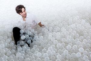 在国家建筑博物馆里来一场白色泡泡浴