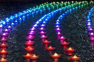 出航:充满梦想的彩色纸船