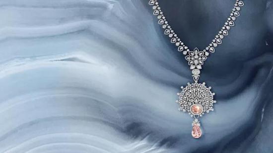 Les Mondes de CHAUMET寰宇艺境高定珠宝套系冬宫漫舞主题