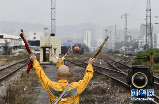 重庆铁路枢纽最老驼峰退役 人工控制溜放调车成历史