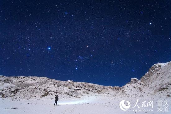 """重庆摄影师5年?#32435;?#19978;千张""""一带一路""""星空照"""