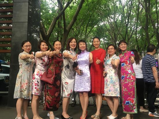 2019全国高考正式开始 重庆家长热情送考