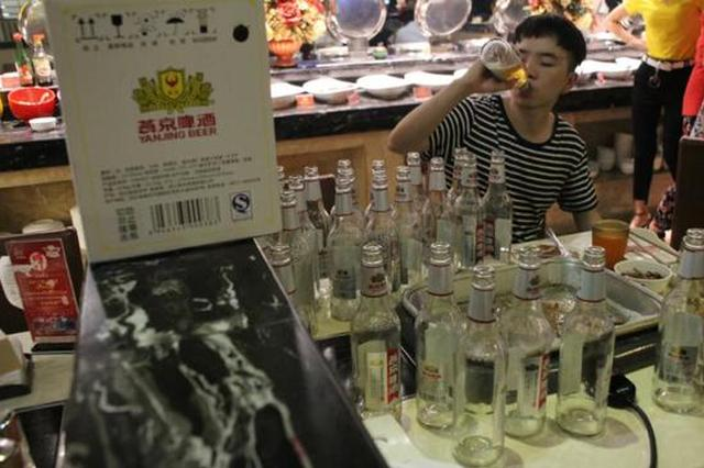 社会资讯_重庆小伙一顿喝掉200瓶啤酒 真相竟然是这样……_新浪重庆_新浪网