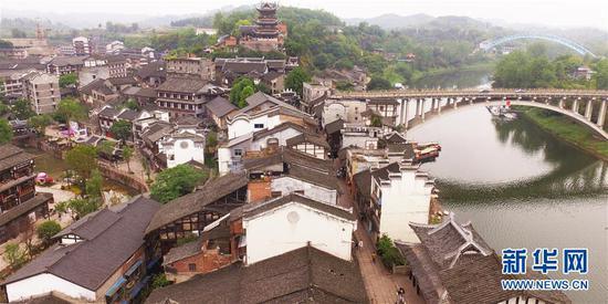 重庆千年古城焕生机 吸引众多游客