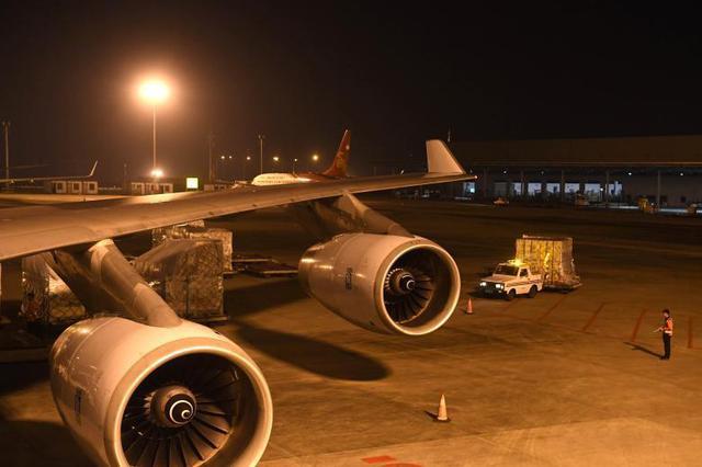 探访重庆机场夜行人 用心守护货运安全[组图]