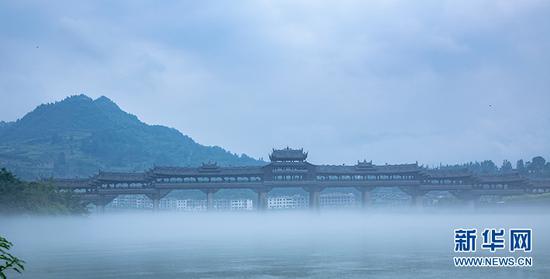 罕见自然景观!重庆一古镇水雾如?#20174;?#22914;仙境(图)