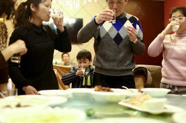 社会资讯_春节聚会你会请朋友到家里吗?90%的人表示不会_新浪重庆_新浪网