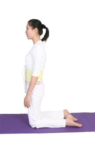 瑜伽减肥_5个减肚子瑜伽动作 高效减肚腩 瑜伽 肚腩 动作_新浪时尚_新浪网