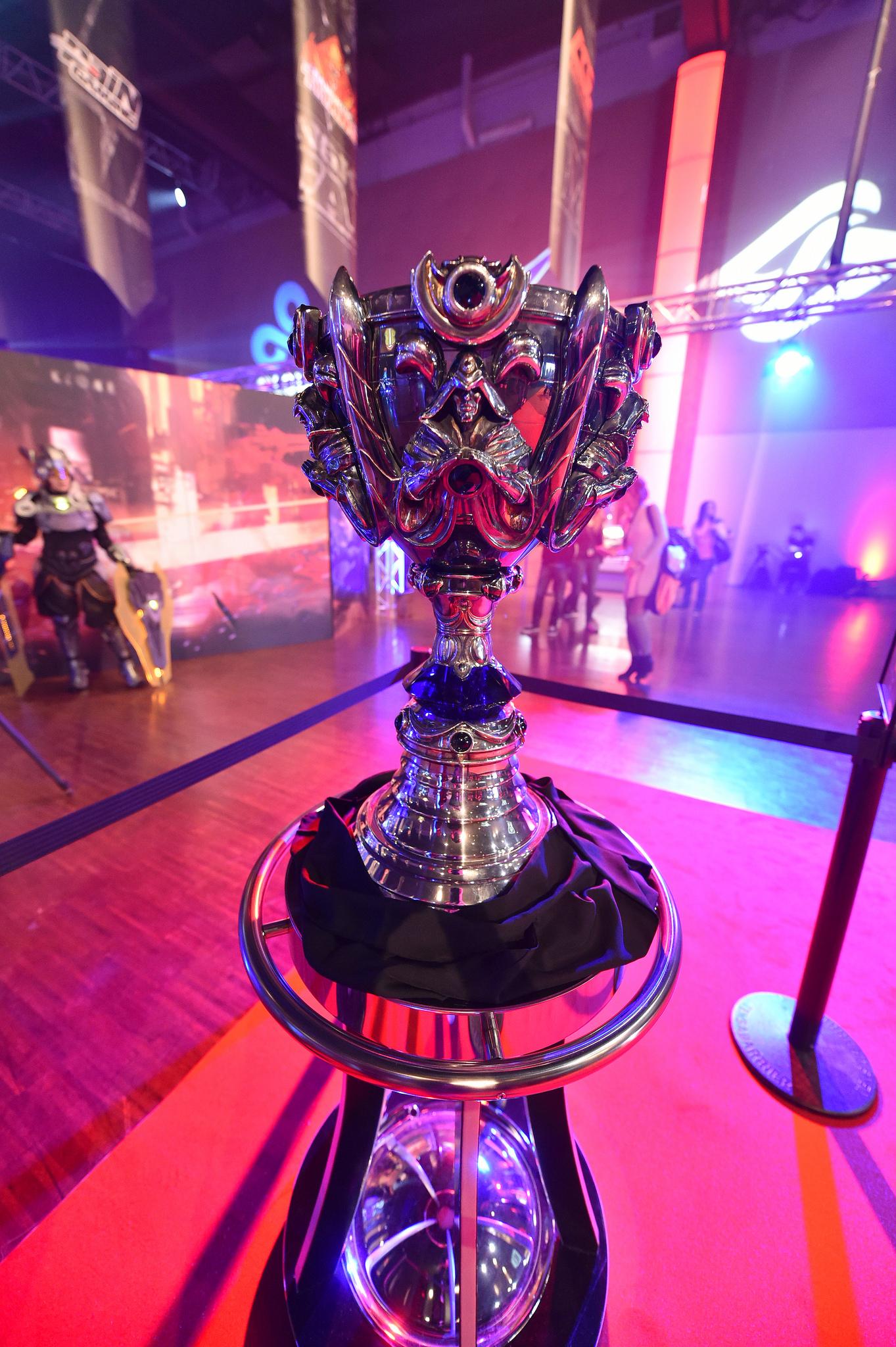 德玛西亚杯比赛视频_S5现场图集:比赛场馆周边 玩家热情爆棚-新浪英雄联盟专区