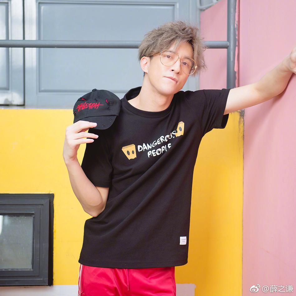色色男色情照片_薛之谦最新照片曝光 浅黄色发色时尚感满分
