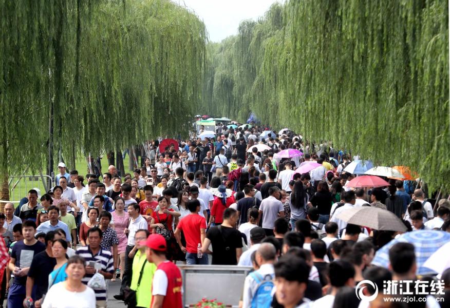 """24省份五一假期旅游""""成绩单"""":3省份收入超百亿"""