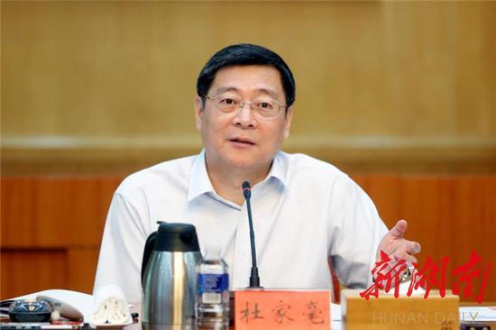 7月17日上午,省委书记杜家毫主持召开座谈会,研究自主可控计算机及信息安全产业发展。以上图片均为湖南日报记者 罗新国 摄