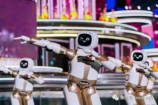 春晚机器人优必选Walker动作灵活、表情生动