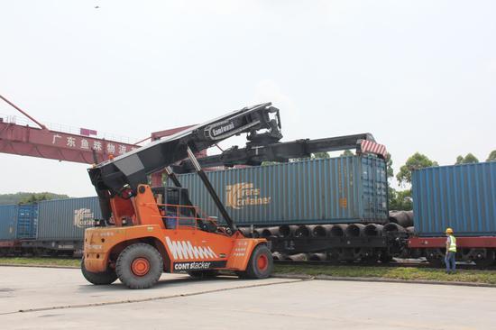 货物装载现场。通讯员供图