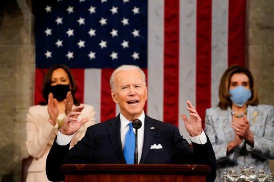 4月28日晚,美国总统拜登在国会参众两院联席会议上发表演讲。/IC Photo
