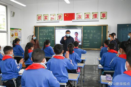 2020年4月,习近平总书记来到陕西省安康市平利县老县镇考察调研。新华社发
