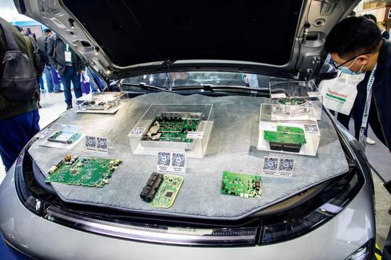 4月14日,慕尼黑上海电子展上展出的汽车芯片。图/IC