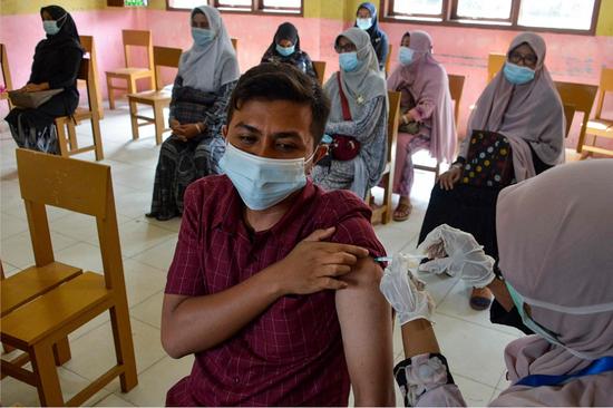 印尼民众接种中国科兴新冠疫苗(资料图)