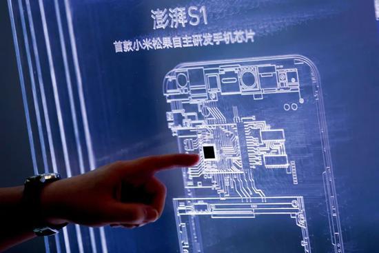 手机厂商是芯片的大客户之一。图/新华