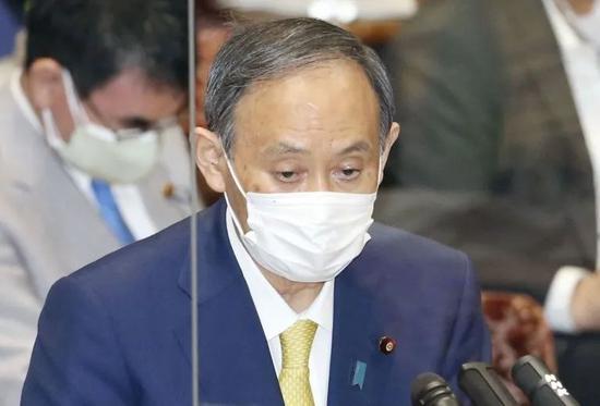 日本首相菅义伟在7日的日参院决算委员会会议上发言