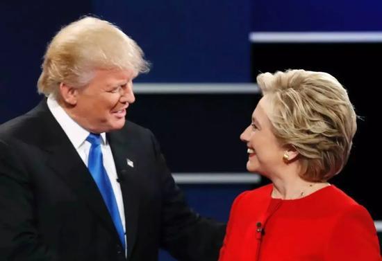 2016年,共和党捞到特朗普这根救命稻草,战胜了民主党候选人希拉里·克林顿