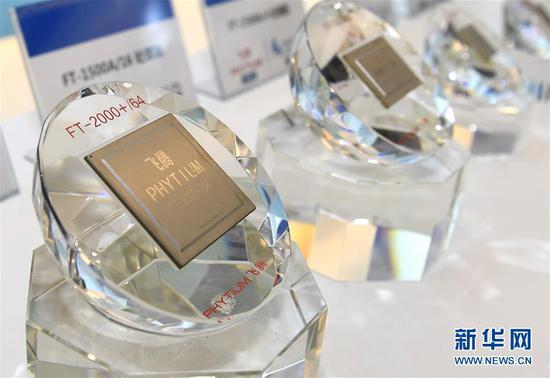 这是在天津滨海——中关村科技园协同创新展示中心展示的飞腾芯片(2019年1月17日摄)。 新华社记者 岳月伟 摄