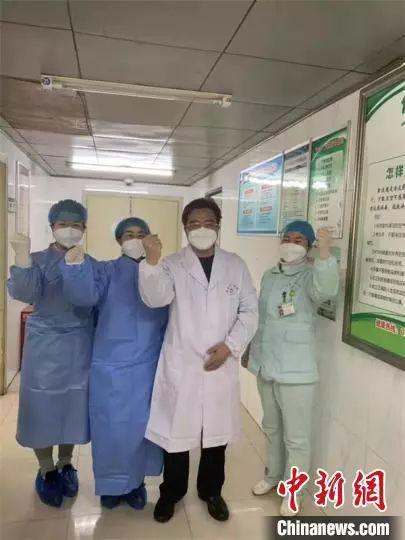 """危重病人的护理要点_战""""疫""""ICU护士:一晚给危重病人吸痰9次 说不怕是骗人的_新浪 ..."""