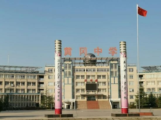 """黄冈中学及其附带的IP,曾是无数80后90后""""梦一样的存在""""。/视觉中国"""