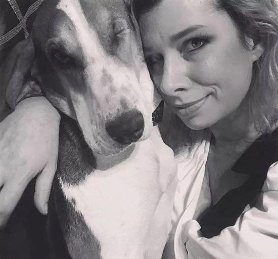 男子患上皮肤癌去世 之前家中狗每天舔他脖子