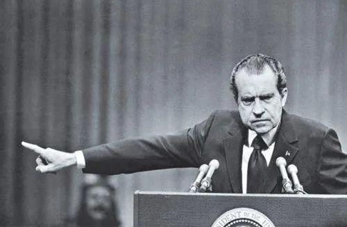 """因""""水门事件""""而下台的尼克松"""
