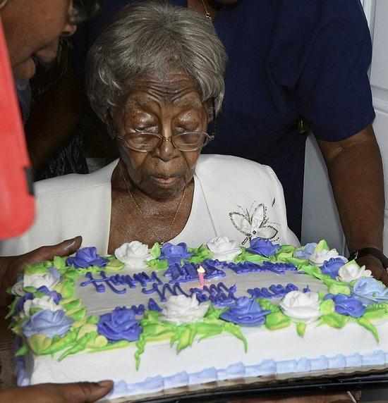 (图说:2016年8月13日,福特在她111岁生日派对上。图/AP)