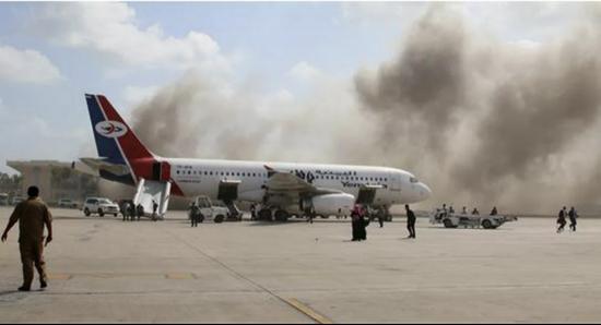 也门亚丁湾国际机场发生剧烈爆炸