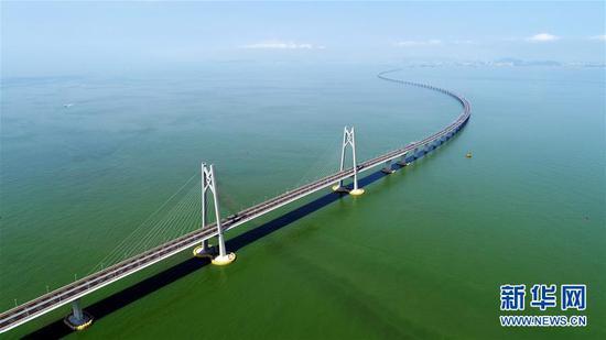 这是2018年7月11日拍摄的港珠澳大桥(无人机照片)。 新华社记者 梁旭 摄