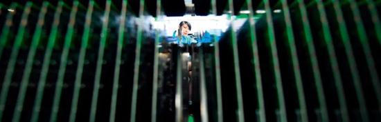 湖南郴州市一家企业生产车间内的机顶盒芯片。图/新华