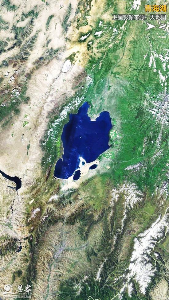 卫星视角下的青海湖。卫星影像来源:天地图