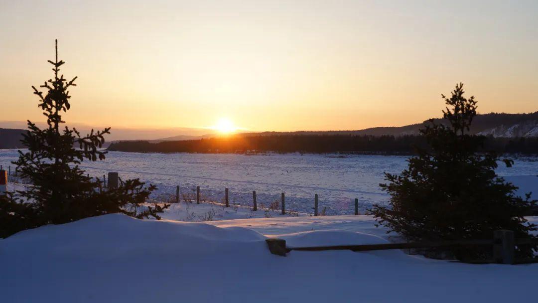 ▲冬天洛古河村早上八九点天亮,下午三点多太阳就落下山去。新京报记者解蕾摄