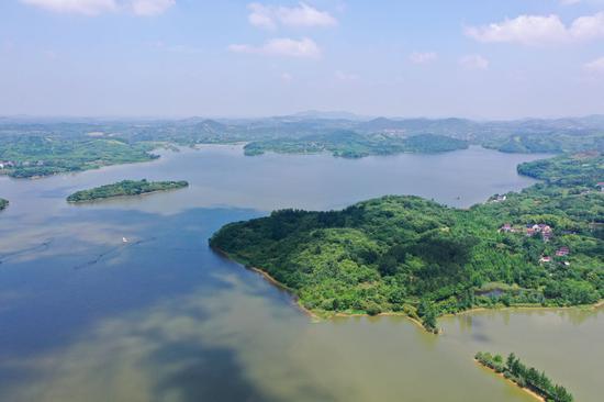2021年5月17日拍摄的江苏溧阳天目湖景色(无人机照片)。新华社记者 季春鹏 摄