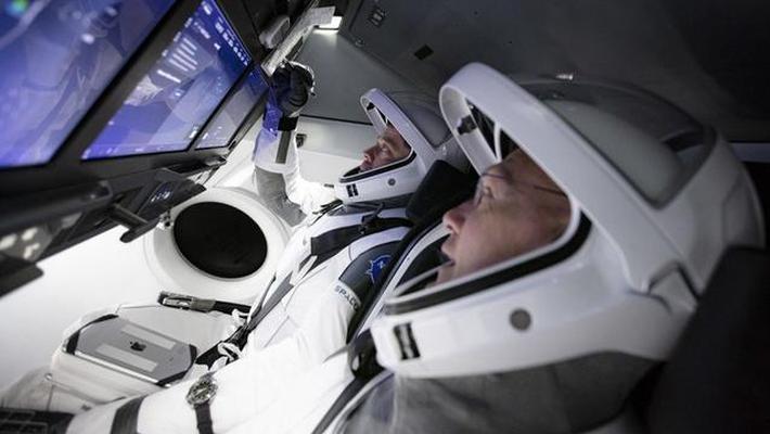 SpaceX首次载人火箭发射推迟