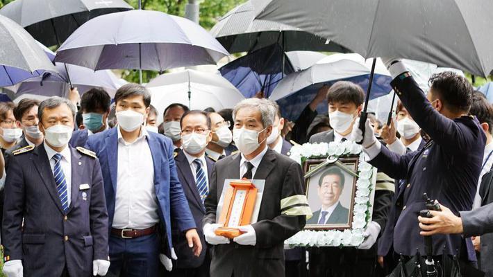首尔已故市长朴元淳出殡