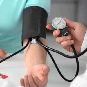 24岁女子上半身高血压下半身正常 问题出在这里