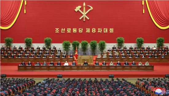 八大后展示军力,朝鲜秀新型潜射导弹