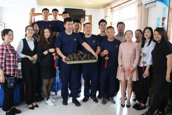 雙合社區志愿者與消防員共度端午節